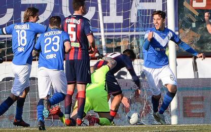 Serie B, il Brescia soffre ma vince. Crollo Lecce