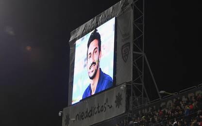 Cagliari-Inter, l'omaggio per Astori al 13': VIDEO
