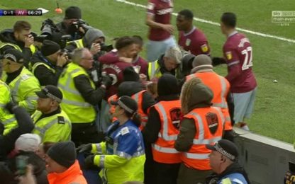 Steward spinge Grealish dopo il gol: arrestato