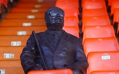 Valencia, statua in onore di un tifoso cieco