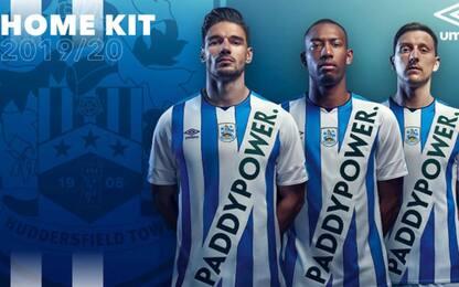 Bufera Huddersfield: sponsor invasivo sulla maglia