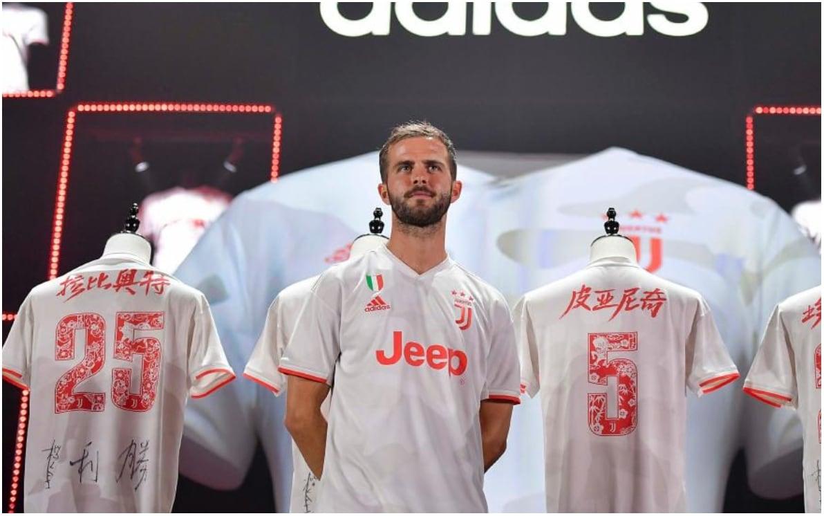 Juventus, ufficiale la seconda maglia: è bianca e rossa. La ...