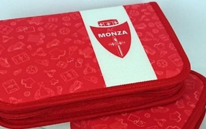 Monza, a scuola con astucci regalati dal club
