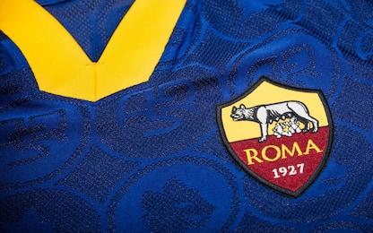 Blu stile vintage: ecco la terza maglia della Roma