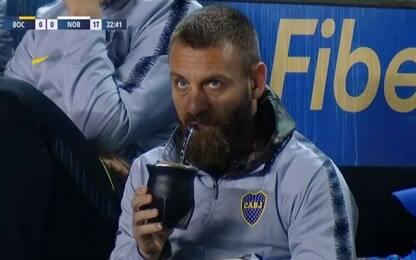 Boca Juniors, De Rossi beve il mate in panchina