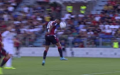Cagliari-Verona, la Lega assegna il gol a Castro