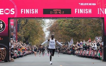 Super Kipchoge: corre la maratona in meno di 2 ore