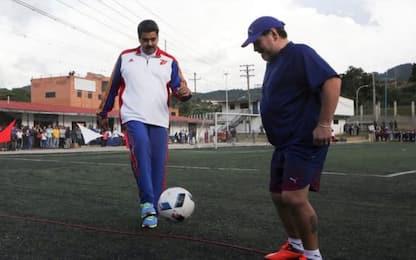 """Maradona sta con Maduro: """"Siamo suoi soldati"""""""