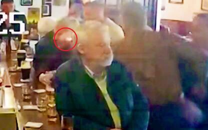 Follia McGregor, pugno ad un anziano. VIDEO