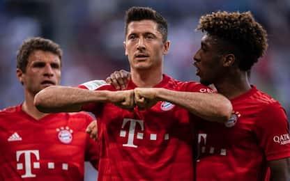 Triplo Lewa, Schalke 04 travolto: super Bayern