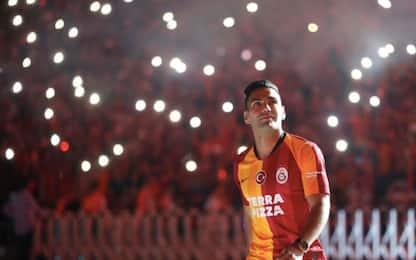 Il Gala presenta Falcao, delirio allo stadio. FOTO