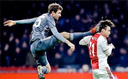 Muller, fallo shock su Tagliafico dell'Ajax. VIDEO
