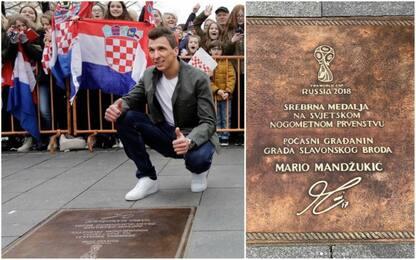Mandzukic eroe, la Croazia gli dedica una targa