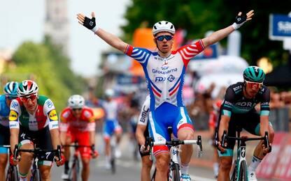 Giro: Demare vince allo sprint, Conti sempre rosa