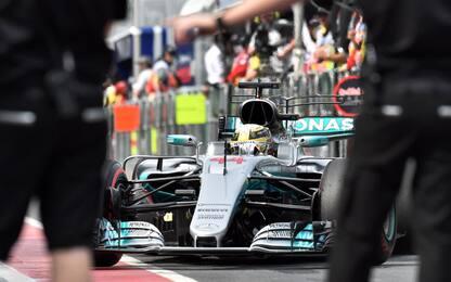 Australia, pole di Hamilton. Ma super Vettel è 2°!