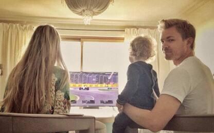 """Rosberg dal box, di casa: """"Bravo Lewis!"""""""