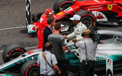 Hamilton in pole, Vettel 3° ma in prima fila