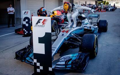 Vettel si ritira, vince Hamilton. Allungo Mondiale