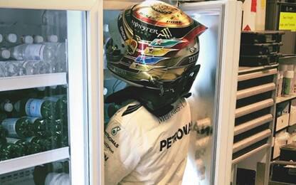 Lewis, stai fresco. La Mercedes lo mette in frigo