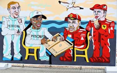 ferrari_mercedes_murales_baku_getty