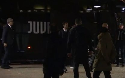 Juve, l'arrivo a Firenze: in 300 per CR7. VIDEO