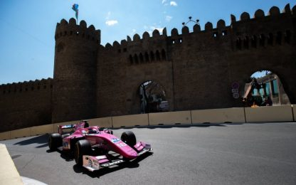 "F2, Baku: Calderon, ""pink lady"" del team BWT Arden"