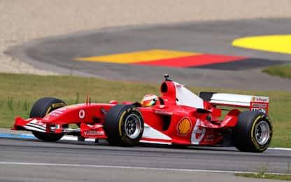 Mick Schumacher guida la F2004 di Michael. FOTO