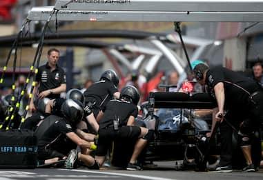 Hamilton, pit stop e strategia decisiva. VIDEO