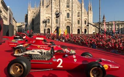 In migliaia per la Ferrari: festa a Milano. FOTO