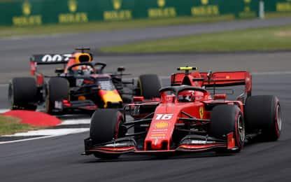 Verstappen sfida Leclerc, nonostante la penalità