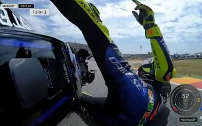 Rossi scivola nel Q1, si rialza e riparte. VIDEO