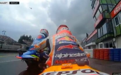 Marquez-Rins, scaramucce in pista. VIDEO