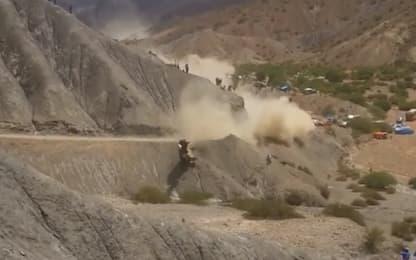 Dakar: Sainz finisce in un burrone, illeso!