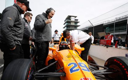 500 Indy, ultime libere a Castroneves. Alonso 5°