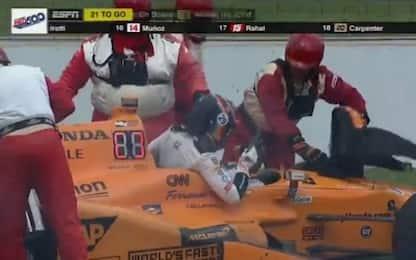 500 Miglia Indianapolis: fuori Alonso, vince Sato