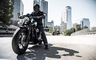 bobber-black-riding