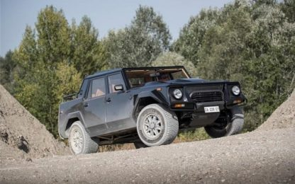 Lamborghini: domani Urus. Ora riscopriamo l'LM002