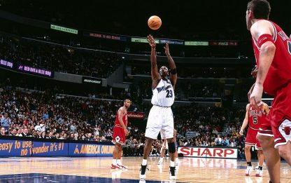 NBA, 15 anni fa i 30.000 punti di Michael Jordan