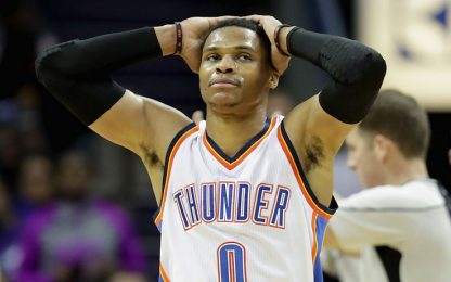 NBA, Westbrook colpisce l'arbitro in testa