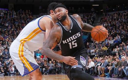 NBA, Cousins prende a pugni la panchina