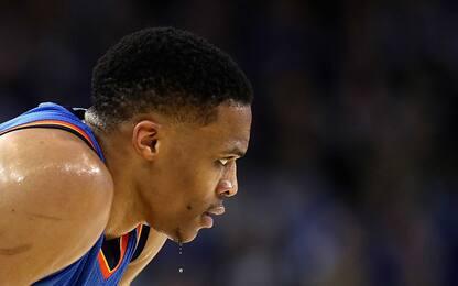 NBA, Westbrook si dimentica di palleggiare