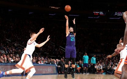 NBA, Belinelli da 15 ma New York vince con 'Melo