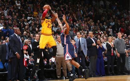 NBA, i canestri decisivi di LeBron e Kyrie