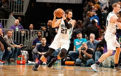 NBA, i Sixers vincono a Charlotte, 8 per Belinelli
