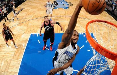 NBA, Serge Ibaka va a Toronto in cambio di Ross
