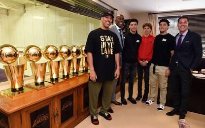 NBA, continua la polemica Embiid-Lonzo/LaVar Ball