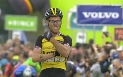 Lars Boom vince e fa il gesto dell'ombrello