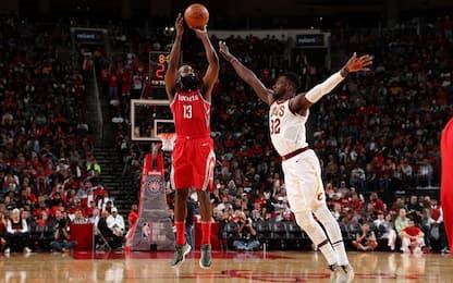 Tripla doppia di Harden, Houston batte Cleveland