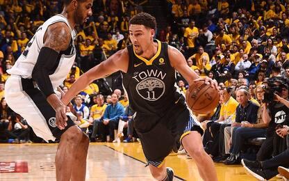 Esplode Thompson nel quarto quarto: è 2-0 Warriors