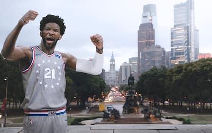Philadelphia la nuova maglia rende omaggio a Rocky